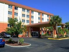 St. Petersburg (FL) Comfort Inn North United States, North America Located in Harris Park, Comfort Inn North is a perfect starting point from which to explore St. Petersburg (FL). The hotel offers guests a range of services and amenities designed to provide comfort and convenience. Facilities like 24-hour front desk, facilities for disabled guests, express check-in/check-out, luggage storage, Wi-Fi in public areas are readily available for you to enjoy. All rooms are designed ...