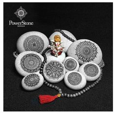 Mandalas pintadas en piedras.....#mandalas
