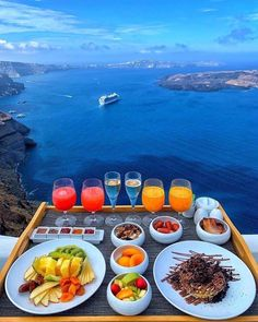 Breakfast with a view at the Chromata Santorini Hotel, Greece 🇬🇷 📷 Vacation Trips, Dream Vacations, Summer Vacations, Vacation Food, Vacation Shirts, Vacation Ideas, Wonderful Places, Beautiful Places, Beautiful Sunset
