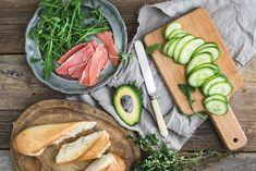 8 recheios para uma sanduíche super saudável (a qualquer hora) Fresh Rolls, Ethnic Recipes, Food, Soy Sauce, Avocado, Turkey Roaster, Goat Cheese, Baguette, Home