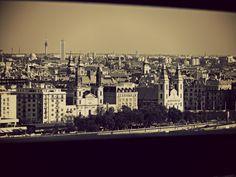 Budapest, città bassa dietro una ringhiera
