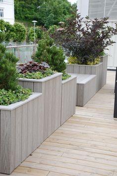 jardineras hechas a medida en terraza con las lamas en vertical