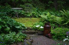 Sammalmatto metsäpuutarhassa Stepping Stones, Garden Ideas, Outdoor Decor, Home Decor, Homemade Home Decor, Interior Design, Backyard Ideas, Home Interiors, Decoration Home