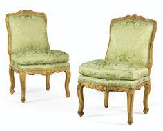 Paire de chaises en bois sculpté et redoré du début de l'époque Louis XV - Sotheby's.