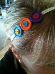 Button Hairband- Small button on the Large button Button Art, Button Crafts, Cute Headbands, Hair Slide, Elastic Hair Bands, Hair Sticks, Recycled Crafts, Hair Dos, Pretty Hairstyles