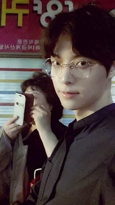 Model-Actor Ahn Jae Hyun Spends Time with His Mom on a Date | Soompi