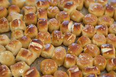 Soft Pretzel Bites with the BEST EVER Honey Mustard Dip | How Does She Pretzel Bun, Pretzel Bites, Appetizer Dips, Appetizer Recipes, Honey Mustard Dip, Soft Pretzels, Bread Rolls, Dinner Rolls, Finger Foods