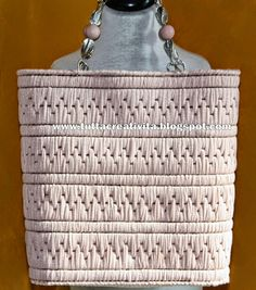 borse in rete di fettuccia, borse di lana, collane in fettuccia, ciondoli anelli bracciali colli in pelo,cappelli e tanto altro tutto eseguito a mano.