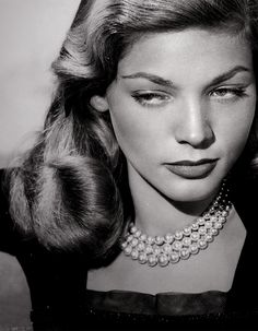 peopl, pearls, pearl necklaces, lauren bacall, hollywood, beauti, laurenbacal, classic, eye