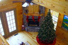 Linville Log Home Series by Blue Ridge Log Cabins #livingroom #cabinchristmas #rusticchristmas #logcabins #loghomes