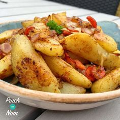 Fakeaway Syn Free Salt and Pepper Chips - Slimming World Vegan Slimming World, Slimming World Dinners, Slimming World Recipes Syn Free, Slimming Eats, Slimming World Lunches Work, Actifry Recipes Slimming World, Slimming World Fakeaway, Slimming World Breakfast, Salt And Pepper Chips