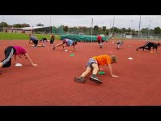 Kleine Sprints mit Hütchen - YouTube Sports Activities, Activities For Kids, Pe Lessons, Gym Games, Family Fun Games, Medicine Ball, Brain Breaks, Physical Education, Volleyball