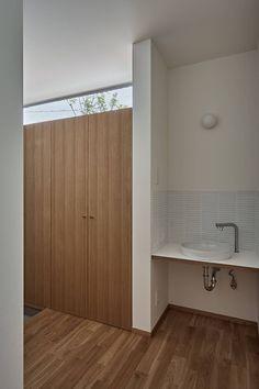 ホワイエのある家: toki Architect design officeが手掛けた廊下 & 玄関です。