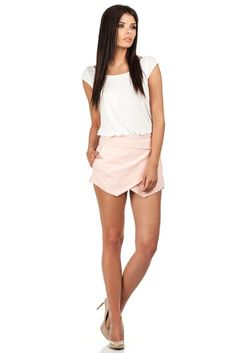 Krótkie spodenki imitujące spódniczkę White Shorts, Casual Shorts, Women, Fashion, Moda, Fashion Styles, Fashion Illustrations, Woman