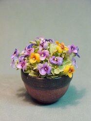 floral arrangements - Dollhouse Miniatures by Barb Plevan   Lots of flower arrangements for inspiration