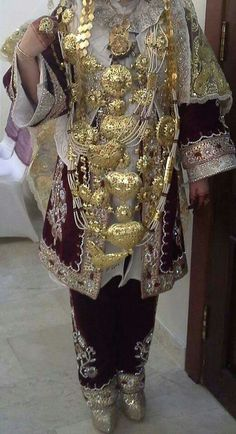 Details from a contemporary Libyan woman in traditional clothes