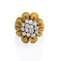 1950s Van Cleef & Arpels Diamond Gold Flower Cocktail Ring 2