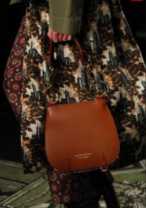 Burberry Fall 2016 Ready-to-Wear Fashion Show Details Christopher Bailey, Burberry Prorsum, Displaying Collections, Heritage Brands, Fall 2016, Saddle Bags, Craftsman, Ready To Wear, Fashion Show