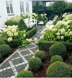 That will take you for your front garden design and how to start decorating or remodeling your garden you will have to take a look at inspirational modern front garden design ideas pictures. For instance nearly every front yard benefits . Landscaping With Rocks, Front Yard Landscaping, Landscaping Ideas, Mulch Landscaping, Backyard Ideas, Landscaping Borders, Modern Backyard, Large Backyard, Tropical Landscaping