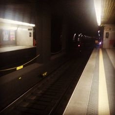 La #vita è come una #metro. Se ne perdi una ce ne è un'altra due minuti dopo. #buongiorno #milano ! #goodmorning #instagood #instalike #milan #milanodavedere #picoftheday #followme #like4like #ilovemilano #milanocity by nickmarzoli