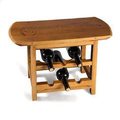 Original taburete de madera fabricado a partir de duelas de roble, provenientes de barricas de vino, con capacidad para 6 botellas en posición horizontal, ubicadas en la parte inferior del asiento.