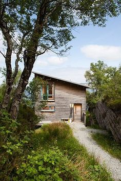 Cabin On The Rocks: wooden house surrounded by green landscape Interior And Exterior, Interior Design, House On The Rock, Tiny House Cabin, Cabins And Cottages, Wooden House, Timber House, Green Landscape, Cabins In The Woods