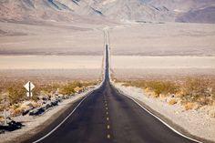 """Sur la route, avec pour seuls compagnons des paysages époustouflants. Voici les plus beaux """"road trips"""" à réaliser."""