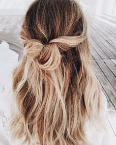 Sport a half up twisted hair-do Spring Hairstyles, Messy Hairstyles, Pretty Hairstyles, Wedding Hairstyles, Half Up Hairstyles Easy, Indian Hairstyles, Amazing Hairstyles, Hairstyles Videos, Hairdos