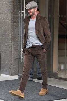 Nice And Unique Men Outfit To Wear Everyday 04 Estilo David Beckham, David Beckham Style, Casual Chic Style, Men Casual, Look Man, Casual Outfits, Fashion Outfits, Mode Chic, Gentleman Style