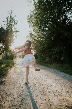 Meilenstein White Dress, Dresses, Baby Sister, School Children, Back To School, Entering School, School, Deer, Photo Illustration