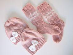 Life with Mari: Rusettipipot ja yksi pari sukkia Knitting Socks, Knitting Ideas, Knit Crochet, Weaving, Diy Crafts, Crocheting, Mini, Handmade, Baby