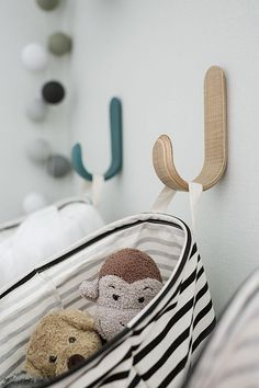 hangable toy storage basket idea for kids room Kids Storage, Toy Storage, Storage Basket, Storage Ideas, Baby Decor, Kids Decor, Ideas Para Organizar, Kids Room Organization, Kids Room Design