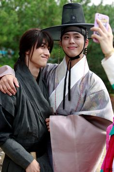"""Kwak Dong Yeon and Park Bo Gum behind the scenes of """"Moonlight Drawn by Clouds"""" (aka """"Love in the Moonlight"""") Asian Actors, Korean Actors, Korean Dramas, Kim Yoo Jung Park Bo Gum, Kwak Dong Yeon, Park Go Bum, Moonlight Drawn By Clouds, Korea Boy, Moon Lovers"""