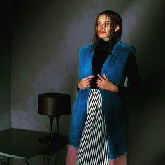 Trovare l outfit perfetto non è semplice ...ma adoro un tocco di colore!!! #ReviseConcept #newcollection #unconventionaldress #VIASPETTIAMO !!! #pegboutique