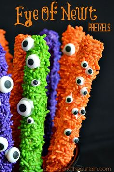 These Eye of Newt Pretzels are a truly unique Halloween treat!  #halloween