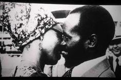 A scene from the film 'Camarada Presidente' showing Samora Machel getting cosy with Graça. Cosy, Che Guevara, Scene, Popular, Film, Movie, Film Stock, Popular Pins