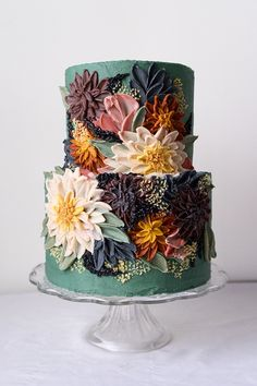 Palette knife sculpted wedding cake with dahlias | painted cake | floral cake | palette knife painting | cake trend