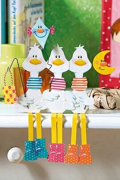 Vorlage gratis bei familie&co ☺ Craft Activities For Kids, Crafts For Kids, Wood Crafts, Diy And Crafts, Puppet Crafts, Christmas Tree Themes, Vintage Easter, Fall Diy, Animal Crafts