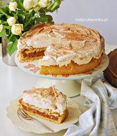 Kruche ciasto z rabarbarem i bezą