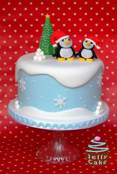 Snowy Penguin Christmas Cake by Christmas Cake Designs, Christmas Cake Decorations, Christmas Cupcakes, Holiday Cakes, Christmas Desserts, Christmas Treats, Christmas Christmas, Gateau Iga, Winter Torte