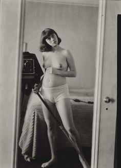 ✖ Pregnant Diane Arbus - self-portrait, NYC 1945