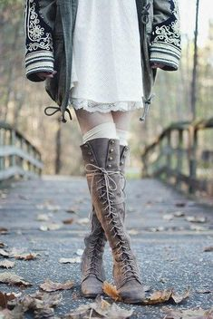 2017 Hot Sale Autumn Winter Dress Shoes Women Round Toe Zipper Detail Mid Heel Botas Mujer Vintage Lace Up Cowboy Knee Boots Cute Shoes, Me Too Shoes, Bootie Boots, Shoe Boots, Women's Boots, Cowboy Boots, Fashion Casual, Ladies Fashion, Womens Fashion