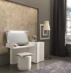 Uno De Los Muebles Que No Puede Faltar En La Decoración De Un Dormitorio  Femenino Es