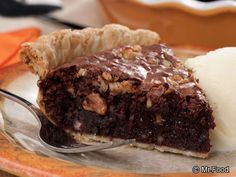 Walnut Brownie Pie - A brownie and pie all in one? It's the ultimate dessert! Thanksgiving Desserts Easy, Great Desserts, Delicious Desserts, Thanksgiving Feast, Easy Pie Recipes, Sweet Recipes, Baking Recipes, Pie Dessert, Dessert Recipes