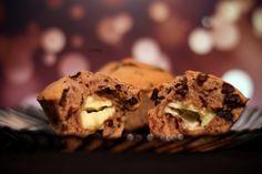 Chocolate muffins with vanilla cream