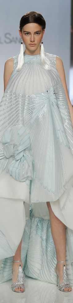 Isabel Sanchis spring 2018 Barcelona Bridal Fashion Week Blue Fashion, Fashion 2018, Latest Fashion Trends, High Fashion, Fashion Outfits, Womens Fashion, Fashion Tips, Fashion Design, Gala Dresses