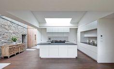 Torispardon reinterprets farm buildings as a modern home Old Cottage, Modern Cottage, Cottage Homes, Kitchen Design Open, Open Plan Kitchen, Kitchen Stone Wall, Scottish Cottages, Sweet Home, Industrial Style Kitchen