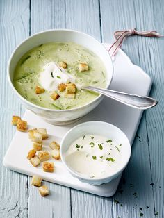 Wild garlic soup with parsley cream - it doesn't always have to be pesto: with this recipe, we transform wild garlic into a creamy, fine soup. Wild garlic soup with parsley cream and croutons Melanie Pelka melanie_pelka Kochen Wi Best Dinner Recipes, Raw Food Recipes, Cooking Recipes, Healthy Recipes, Paleo Soup, Garlic Soup, Wild Garlic, Crock Pot Recipes, Food Dinners