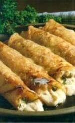 Πριν από πάρα πολλά χρόνια, φάγαμε σε μία συνοικιακή ταβερνούλα αυτές τις πεντανόστιμες κρέπες κοτόπουλο. Ομολογώ πως μας άρεσαν πάρα πολύ κ... Greek Recipes, Meat Recipes, Chicken Recipes, Cooking Recipes, Food Network Recipes, Food Processor Recipes, The Kitchen Food Network, Greek Cooking, Best Comfort Food