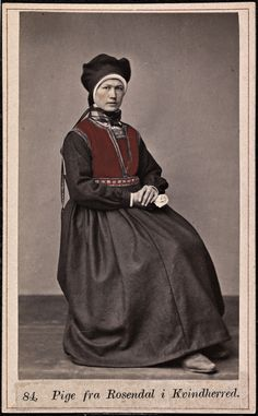 Pige fra Rosendal i Kvindherred (National Library of Norway) Flying Dutchman, Photographic Studio, Pictures Of People, Nature Images, National Museum, Fashion History, Vintage Photos, Norway, 19th Century